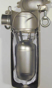 Filter bag displacement balloon installed in filter housing